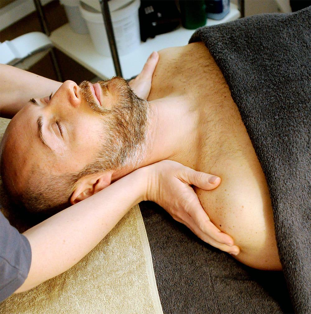 Man getting neck massage